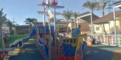 LM outdoor playgrounds